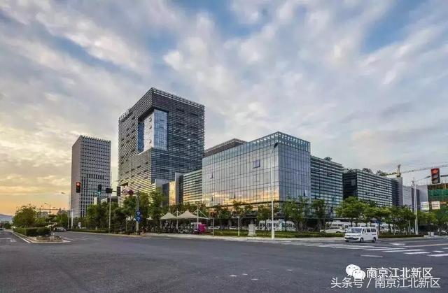 以南京软件园为载体的集成电路设计产业基地,以浦口经济开发区和江北