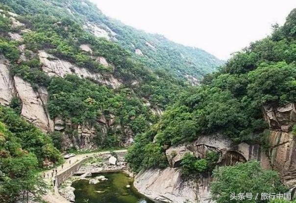 盘龙山,距离郑州较近,位于巩义市涉村镇东北部的盘龙山庄,山明水秀