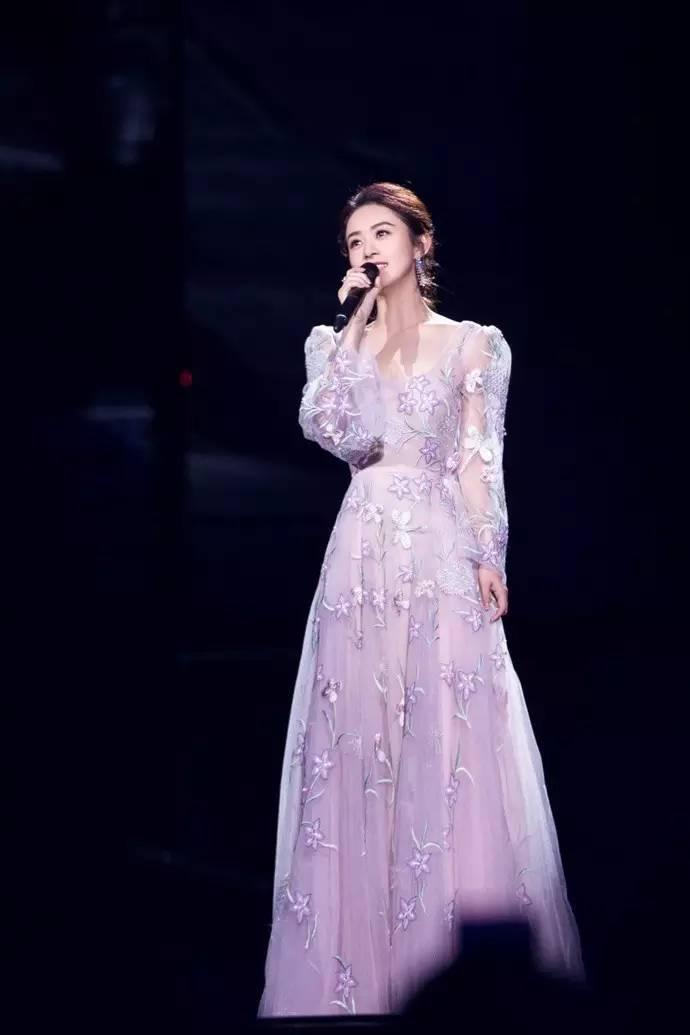 赵丽颖2017年衣品大爆发,穿裙子美飞了!这么会穿,谁还