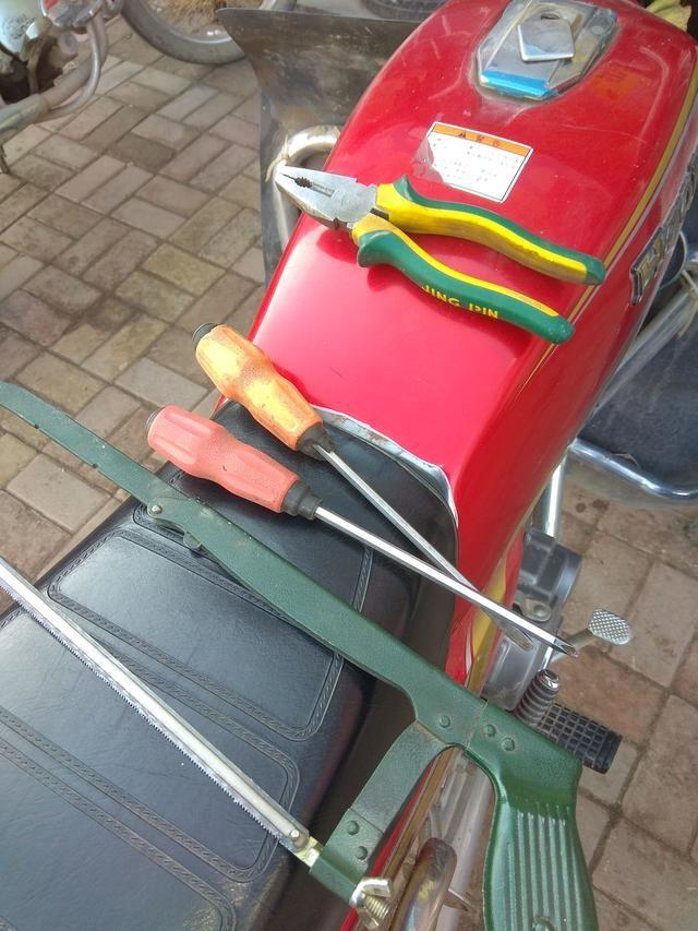 摩托车没有钥匙如何开启你的油箱盖