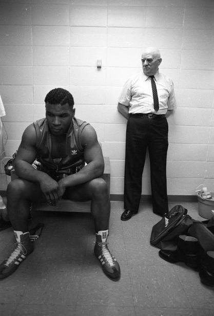 世界上最年轻的拳王帕特森,而泰森比帕特森更有潜力,便推荐给了达马托