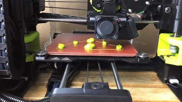 看外国牛人一点一点用3D打印机建筑做出手套陈真是一发无限设计师图片