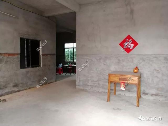 平房一别墅盖人工被水塘逼停,几年后一层海南农村别墅台风图片