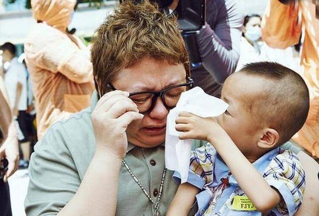 1999年贵州麻岭风景区发生了一起缆车事故.