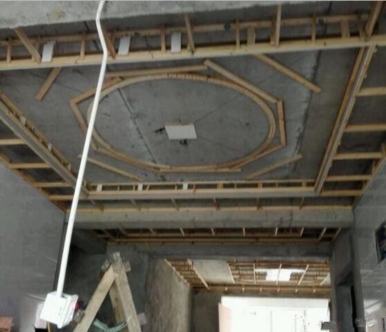 一根方木条就可以做出圆形吊顶,木工师傅太用心!