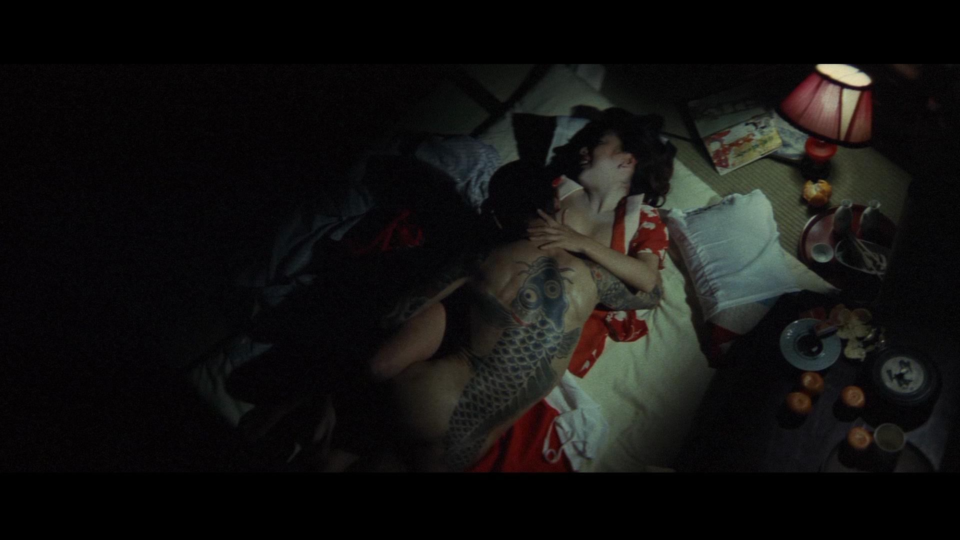 吉泽明步极道之妻种子_80 年代,黑帮片基本消失,仅在 1986年以女性视角的《极道之妻》系列