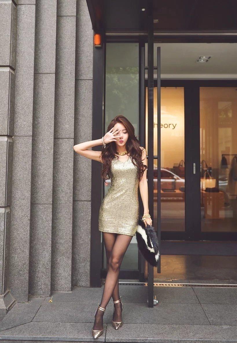 街拍:黑丝美女模特时尚气质,充分的展露出她迷人的魅力