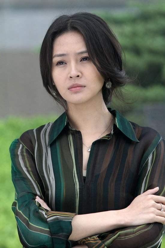18岁考入中戏,与丈夫闪婚,至今无绯闻女儿很漂亮凡高好黑油中国图片