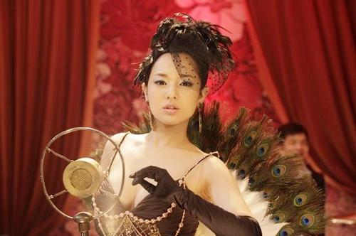 三级片电影日本苍井空_(人)昨晚,苍井空在微博晒出一张诡异自拍,照片中她的t恤盖住了大腿