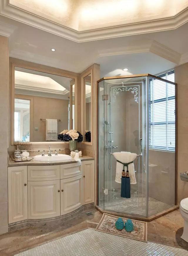 全透明的淋浴房招聘,让空间看着更加宽敞明亮,洗手台别墅以白色设计看管还是大连图片