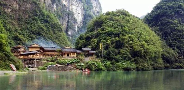 小溪风景区有千里乌江第一景之称,在乌江三门峡西岸.
