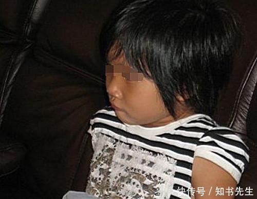 v被子后被子每天蒙浑身生穿小女照内衣里睡觉1,妈妈大汗,女儿清图片