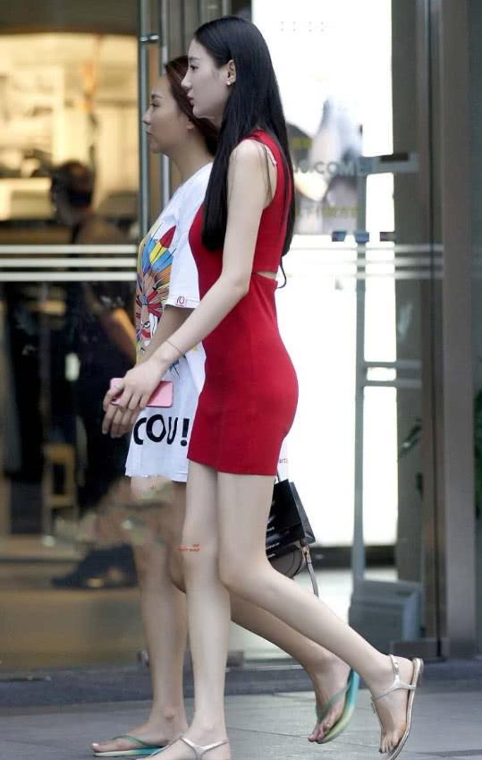 姐姐的屁眼��.�y��yd%_玲珑有致的小姐姐红色连裙,屁股像珍珠那样浑圆,像美玉那样润泽