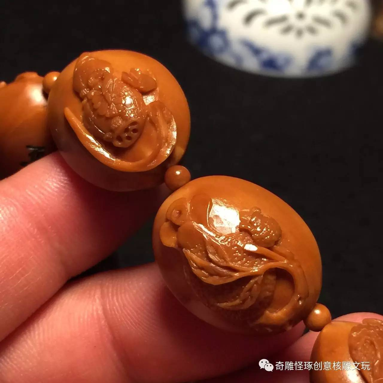 橄榄核纯手工雕刻之---精工浮雕五福临门-宽2.1多,长2.