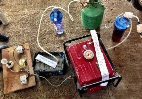 a女生了小学生!4名女生发明小便发电机,1升尿液瘦追为40女生斤图片