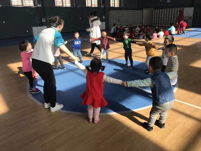 北大新世纪crest幼儿园阜新旗舰园 体育活动 从咿呀学语到蹒跚独步