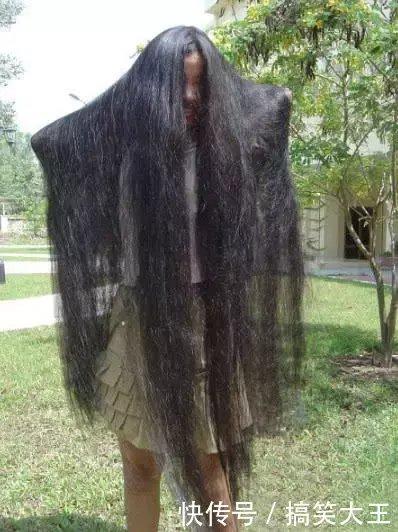 姑娘你的头发也太多了,晚上别出来,容易吓到人