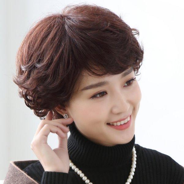 五六十岁女人,适合什么发型?瞧瞧这几款假发,不伤发更