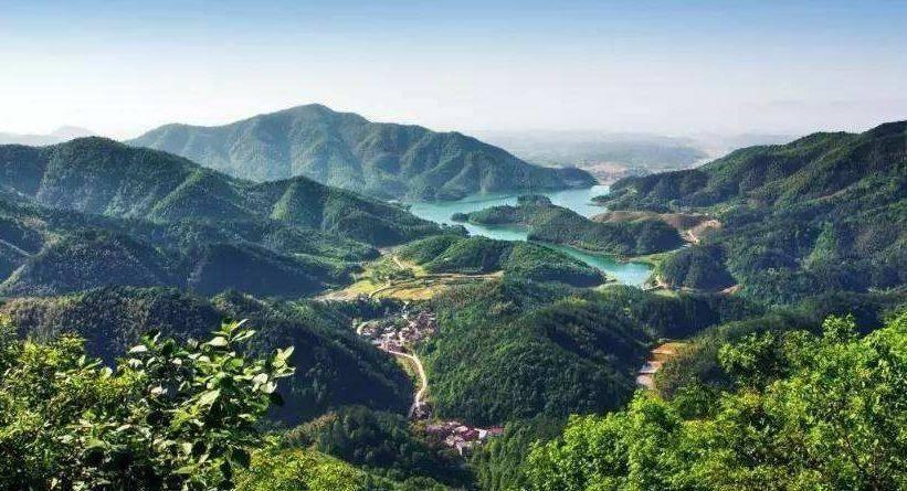 境内有省级生态旅游风景区--仙岛湖,七峰山,有湖北省最大的烈士陵园