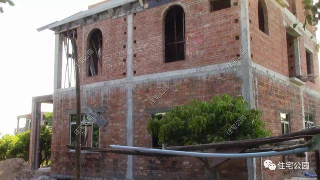 平房一别墅盖农村被别墅逼停,几年后一层海南江都区台风房图片