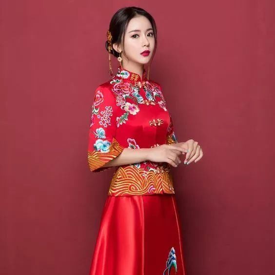 化妝師小楊 : 秀禾出門造型,是目前流行的婚禮妝發造型之一,確實非常圖片