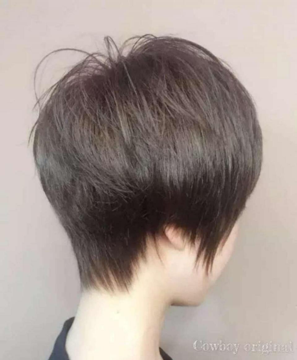 大脸脖子短的人适合什么样的短发?
