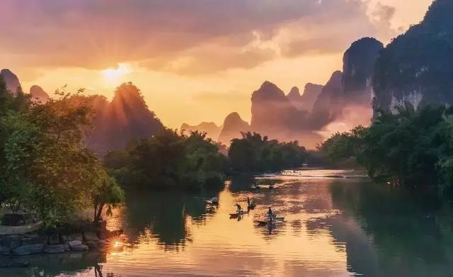 """""""桂林山水甲天下"""",若是想要浏览水墨画般的""""桂林山水"""",泛舟于漓江之"""