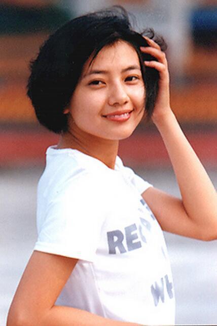 优雅女神俞飞鸿16岁的时候还是个圆圆脸的宝宝