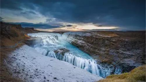冰岛共和国面积10.3万平方公里,人口33.