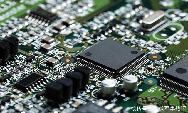 是含有大规模集成电路的硅片,担负着计算和储存的重要任务,可以说如果