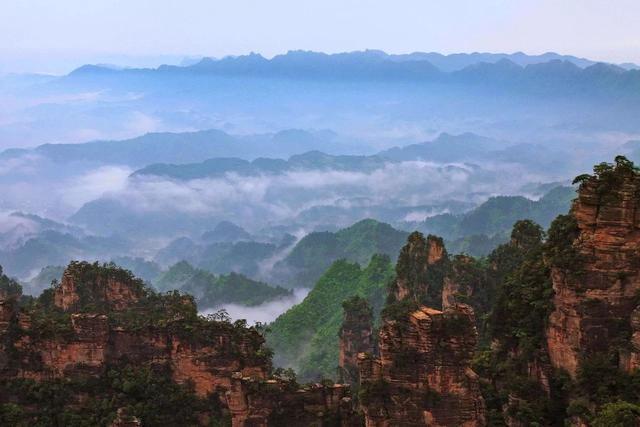 武陵源风景名胜区由张家界,索溪峪,天子山,杨家界四大部分组成.
