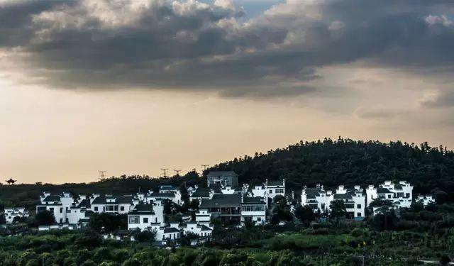 傅家边村位于溧水区洪蓝镇东南面,基础设施完善,山清水秀,自然环境