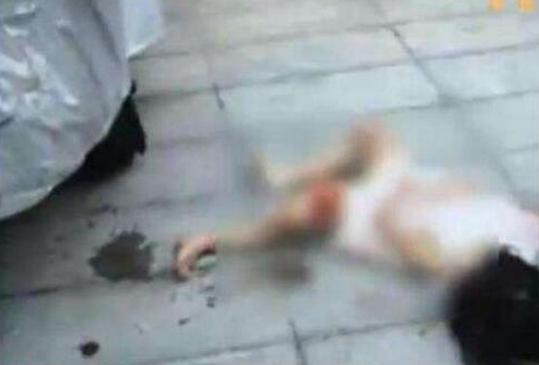女子坠楼身亡并砸中2女童一死一伤 谁来为这起悲剧负责?