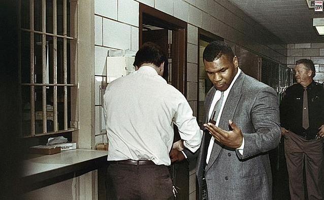 泰森曾在狱中被黑市拳王金哈格痛揍,欺凌?泰森回答了这个问题!