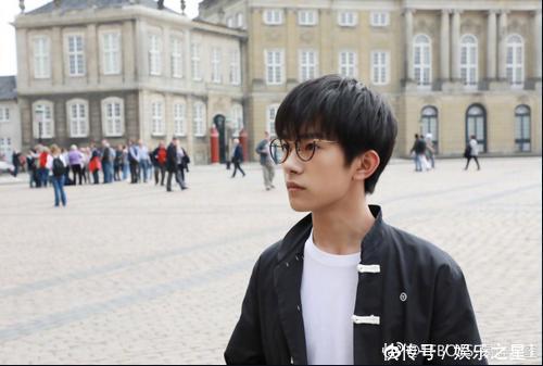 王俊凯戴眼镜变暖男,王源呆萌,千玺像哈利波特,陈伟霆