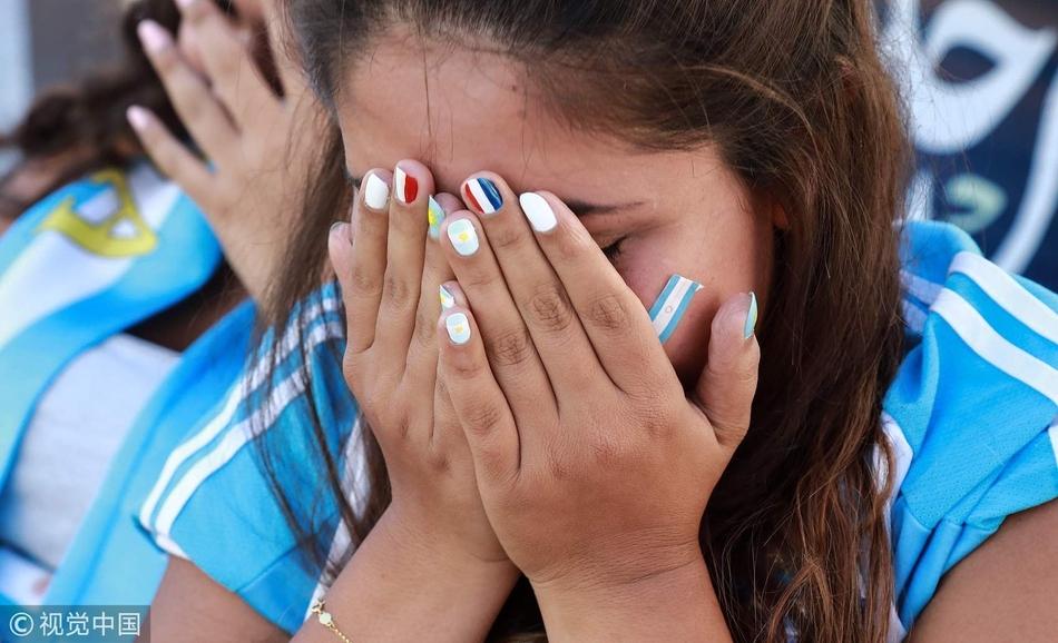 阿根廷别为我哭泣!阿球迷泪别世界杯