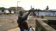 为什么非洲民兵将步枪举过头顶开枪呢?难道他们开枪真的靠信仰!