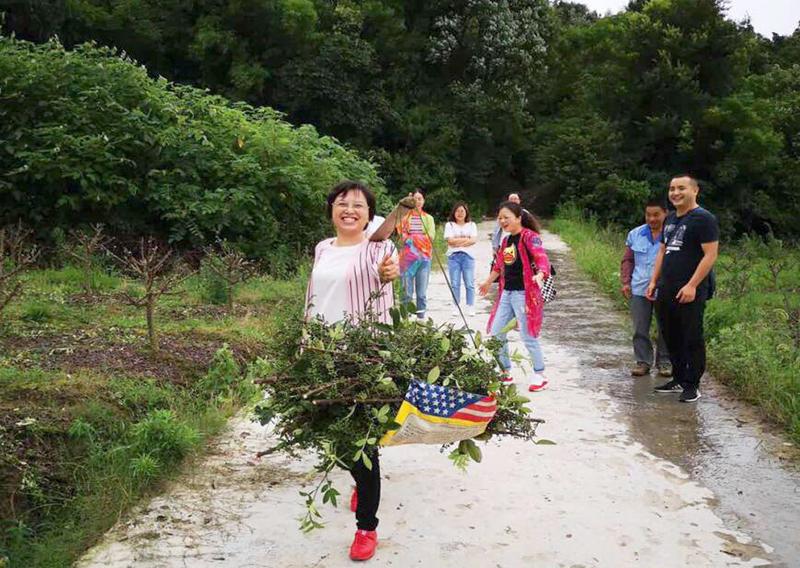 四川阆中:总工会风雨无阻开展精准扶