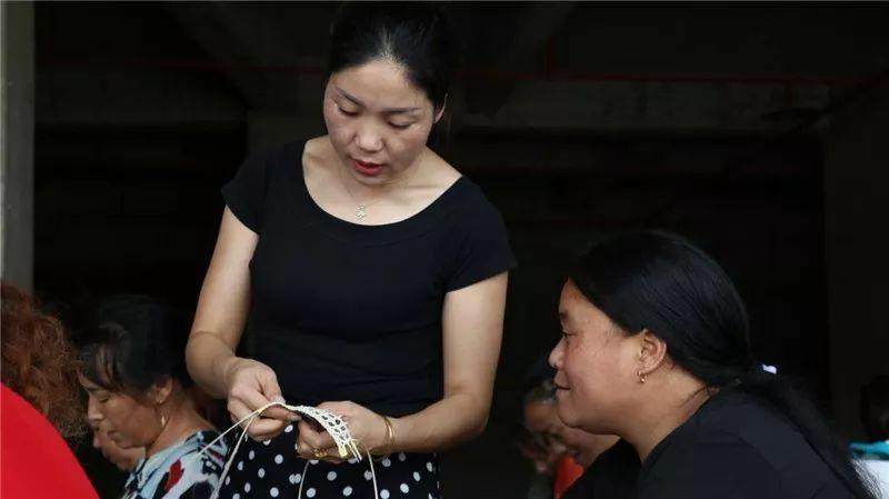 贵州玉屏康华社区:手工编织的幸福生
