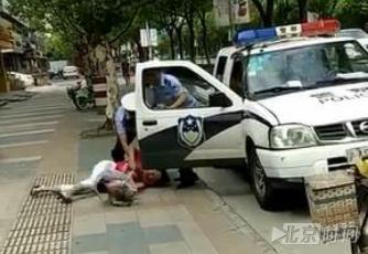 真相流出:上海一警察当街摔孩子骑老太始末