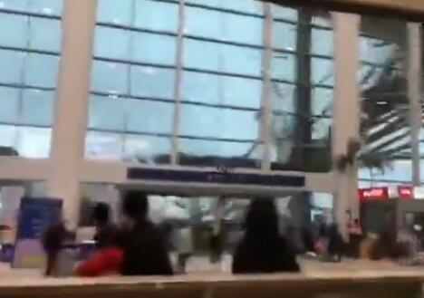 南昌机场遇大风航站楼装饰被刮落:阵风超30米/秒!!! - 周公乐 - xinhua8848 的博客