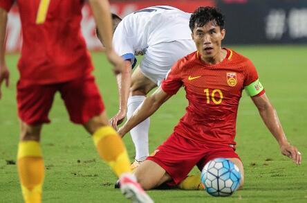 中国足球需要这样的汉子:对乌兹狂奔1.4万米瘦掉5斤