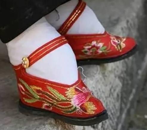 南京奢侈品回收在古代洞房花烛夜时 新娘没有落红的话 等待她的就是生不如死