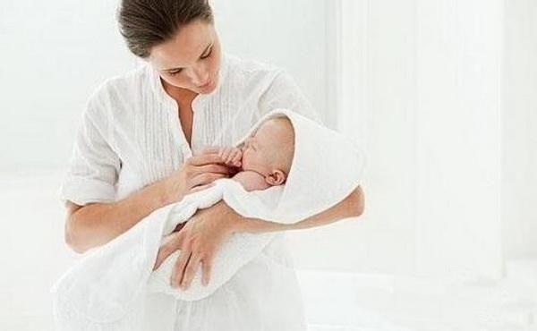 哺乳期的宝妈注意了:五种食物别贪吃你解谗了却容易回奶