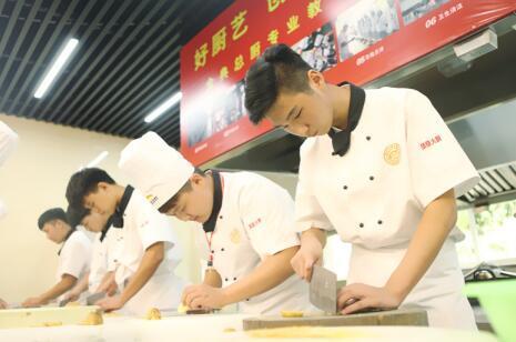 安徽新东方烹饪学院自信男孩张传富:感谢自己的正确选择