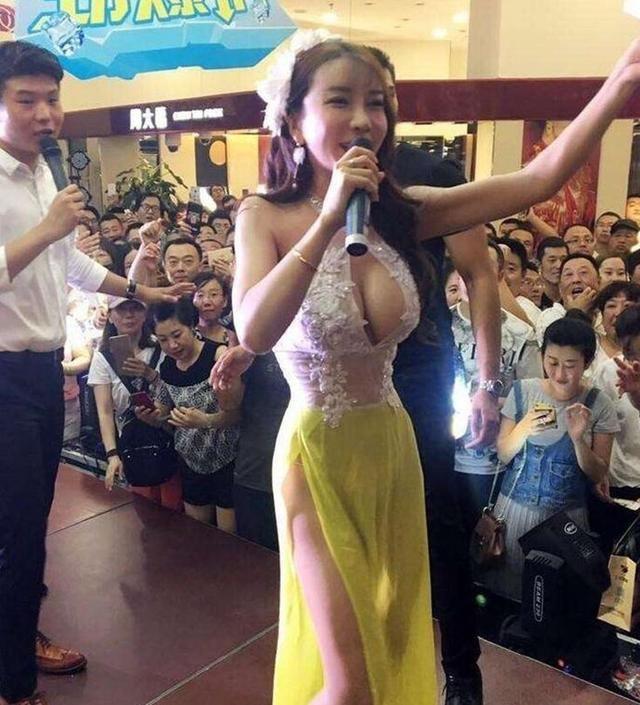 龚玥菲参加商演, 很多人只为一睹她的风采,网友:穿衣太大胆