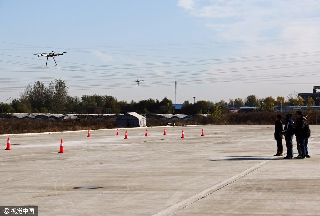 探访中国民用无人机飞手培训班 飞机常撞网