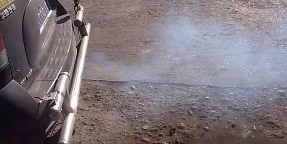 排气管滴水是怎么回事?其实好车才滴得起