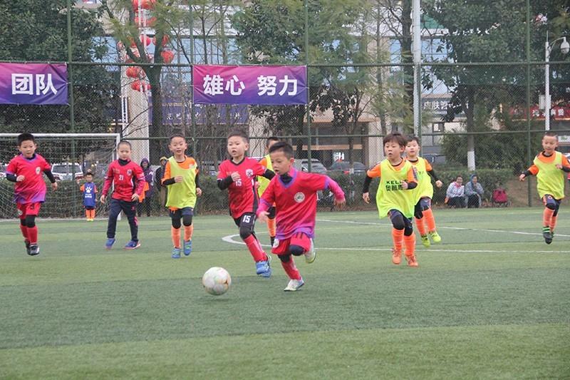 足球從娃娃抓起:南充、綿陽兩地開展