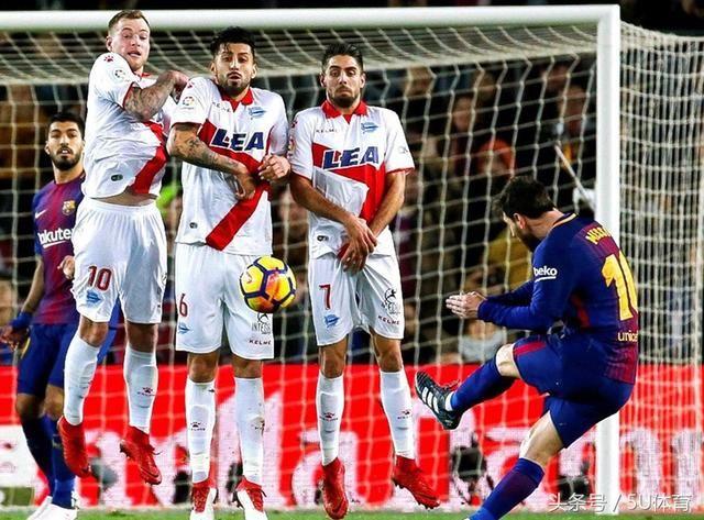 梅西绝杀任意球超C罗 巴萨逆袭7连胜21场不败